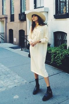 looks like a kurta, but a long shirt dress can very much be worn with boots.
