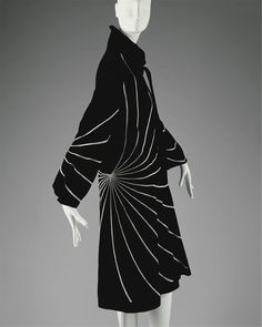 """1927 wool Evening coat by The House of Lanvin. Label: """"Jeanne Lanvin/Paris/Unis via The Metropolitan Museum of Art. 20s Fashion, French Fashion, Fashion History, Art Deco Fashion, Look Fashion, Timeless Fashion, Vintage Fashion, Classic Fashion, Classic Style"""