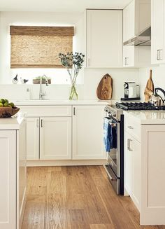 Wood Pallets Ideas Classic kitchen with white cabinents, wood floors, and a white island - This clean, chic bungalow is seriously the stuff of dreams. Take a tour of the newly renovated home in Los Angeles for a healthy dose of design inspo. Bungalow Kitchen, Home Decor Kitchen, New Kitchen, Home Kitchens, Kitchen Corner, Kitchen Ideas, Bungalow Decor, Bungalow Interiors, Cherry Kitchen