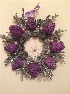 DIY Kissing Ball with Pine Cones – Crafts Unleashed Pine Cone Art, Pine Cone Crafts, Wreath Crafts, Diy Wreath, Diy Crafts, Pine Cone Wreath, Paper Crafts, Christmas Pine Cones, Christmas Wreaths