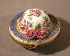 Vintage-Limoges-French-Hand-Painted-Porcelain-Trinket-Box-Hat-with-Flowers