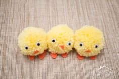 Diy Easter Gifts: Pom Pom Chicks For Easter easyeastercrafts Easy Easter Crafts, Bunny Crafts, Easter Crafts For Kids, Easter Gift, Easter Party, Easter Treats, Easter Decor, Homemade Xmas Decorations, Paper Decorations