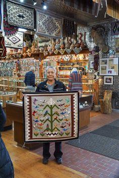 Navajo Weaving, Navajo Rugs, Southwestern Rugs, Native American Rugs, Bubble Art, People Of The World, Native Art, Native Americans, Woven Rug