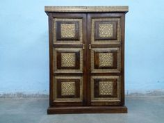 For Sale Sheesham wood and Brass fitted Bar Cabinet For More Information Please Visit http://usedfurnitures.in/product/wooden-bar-cabinet-1-694 or www.usedfurnitures.in or Call: 8826755599