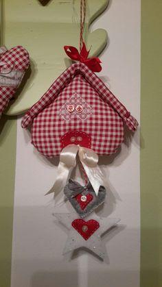 Felt Roses, Christmas Ornaments, Holiday Decor, Home Decor, Decoration Home, Room Decor, Christmas Jewelry, Christmas Decorations, Home Interior Design