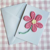 Crochet this card for any occasion, download the free pattern here! #free #pattern