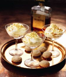 Recipe: Nigella Lawson's amaretto syllabub - Christmas Cake Recipe Nigella Lawson Christmas, Easy Dinner Party Desserts, Fruit Fool, My Favorite Food, Favorite Recipes, Layered Desserts, British Baking, English Food, Gourmet