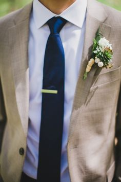 boutonniere + tie clip, photo by Artistrie Co http://ruffledblog.com/watch-tower-lodge-wedding #weddingideas #grooms