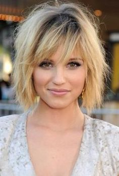 Short layered haircuts with bangs 2017 Double Chin Hairstyles, Layered Haircuts With Bangs, Short Hairstyles For Thick Hair, Haircut For Thick Hair, Short Hair Styles Easy, Medium Hair Styles, Cool Hairstyles, Bob Haircuts, Layered Lob