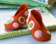 felt booties tutorial - Add some boy decorations & would be fun