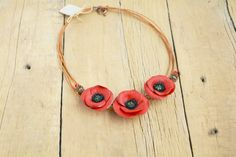 Red Poppy Necklace Statement poppies par JewelryByCompliment