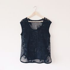 BR guipure lace top NWT, never worn. Banana Republic Tops