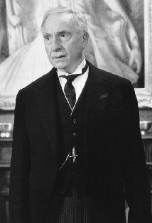 Nigel Hawthorne (April 5, 1929 - December 26, 2001) British actor (o.a. from the Yes Minister comedieseries).