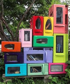 7 Cheap and Creative Ways to Expand your Little Free Library Book-Sharing Box Little Free Library Plans, Little Free Libraries, Little Library, Little Free Pantry, Street Library, Mobile Library, Community Library, Lending Library, Library Design