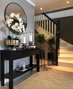 ✨ TGIF, Happy Friday✨ Here's a little hallway inspiration by ⁣⁣ ⁣⁣⁣⁣⁣ Your hallway is the first thing you always see… Home Design Decor, Home Interior Design, Foyer Design, Gray Home Decor, Home Decor Ideas, Welcome Home Decorations, Hall Interior, Elegant Home Decor, Luxury Home Decor