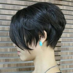 Pixie haircut is the most daring and stylish way to give yourself a new look and haircut. Back in old days pixie haircut means really short boyish haircuts. Pixie Cut Styles, Short Hair Styles, Pixie Cuts, Pixie Hairstyles, Popular Short Hairstyles, Pixie Haircuts, Popular Haircuts, Layered Hairstyles, Hairstyles 2016