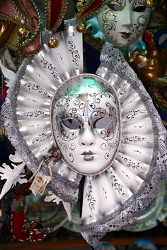 Venetian Carnival Mask - Maschera di Carnevale - Venice Italy | Photo by gnuckx on Flickr | Permission: CC BY 2.0 http://creativecommons.org/licenses/by/2.0/deed.de