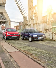 The red Volkswagen Polo Cross and its predecessor, the blue Polo II GT G40, shot in an unusual location – a dry dock. In the sunset, both cars really stand out in the industrial context.