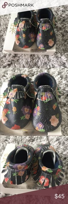 🌷 Freshly Picked Flower Pack size 5 🌷 Adorable & in great condition Mocs. The soles are like brand new, never worn outside. One of the shoes as noted in the photos looks crinkled, as this is how the leather on that shoe is showing wear. No holes, tears. Comes with dustbag & original box. Lots of life left!  Purchased at Nordstrom. Freshly Picked Shoes Moccasins