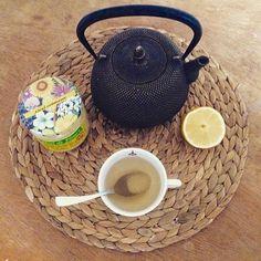 Intersaison : périodes où thés et tisanes peuvent s'accommoder d'une pointe de citron et de miel ! 🌥#intersaison #refroidissement #citron #miel #thé #tisane #thédesmuses #thedesmuses #tealovers #instatea #teaaddict #strasbourg #alsace #france #grandest #hoplagram