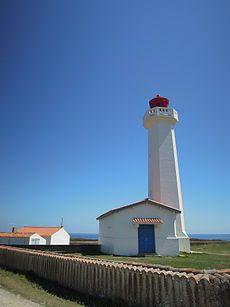 Phare de la Pointe des Corbeaux - Le phare de la pointe des Corbeaux est situé sur l'extrémité sud-est de Île d'Yeu, Vendée. France