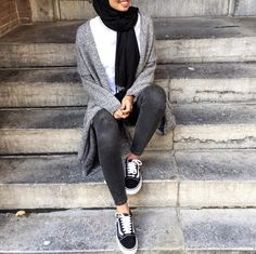black, fashion, and hijab image Casual Hijab Outfit, Hijab Chic, Islamic Fashion, Muslim Fashion, Modest Summer Outfits, Conservative Fashion, White Jeans Outfit, Hijab Fashion Inspiration, Mode Hijab