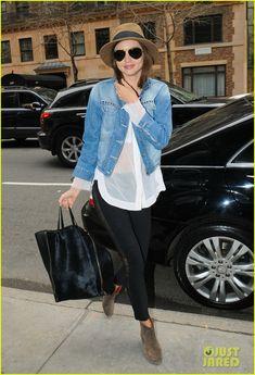 60eb12c30f7 love her oufit! so casual-so chic! Miranda Kerr Style