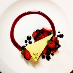 """Cheesecake """"New York""""- style with wild berries. Uploaded by Ronkel Stilstken Cheesecake """"New York""""- style with wild berries. Uploaded by Ronkel Stilstken Gourmet Food Plating, Gourmet Desserts, Plated Desserts, Gourmet Foods, Food Plating Techniques, Dessert Mousse, Panna Cotta, New York Style Cheesecake, Baked Cheese"""