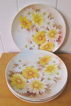 4 vintage daisy melmac dinner plates
