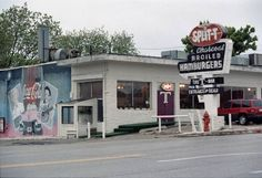 RESTAURANT / 1994 / REOPEN / REOPENING: Orig. caption: With little fanfare, the Split-T, 5500 N Western, has reopened under new management.  April 30, 1994. Photo by Doug Hoke, The Oklahoman ORG XMIT: KOD