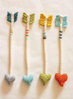 The Dapper Toad: Heart Arrows: New Crochet Pattern.I need to learn how to crochet! Crochet Bookmarks, Crochet Books, Love Crochet, Crochet Gifts, Diy Crochet, Crochet Flowers, Knitting Patterns, Crochet Patterns, Crochet Bookmark Patterns Free