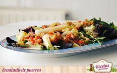 Ensalada de puerros con vinagreta -  Hace exactamente una semana los puerros eran también los protagonistas de nuestra receta ¿Lo recordáis? En aquella ocasión preparábamos Porrusalda con bacalao un plato caliente perfecto para el tiempo de Cuaresma, hoy sin embargo el plato que nos ocupa es una ensalada, un plato frío para disfr... - http://www.lasrecetascocina.com/2014/04/05/ensalada-de-puerros-con-vinagreta/