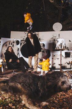 KünstlerInnen: Simon Goritschnig (Tusche und Aquarell, erweitert mit Augmented Reality), Mahir Jahmal (Fotografie C-Print), David Leitner (Öl und Acryl auf Leinwand), Marlies Plank, (Fotografie Giclée Print), Paul Riedmüller (Acryl auf Leinwand), Linda Steiner (Acryl auf Leinwand), Coco Wasabi (Collage, Papier auf Leinwand, Neoninstallation), Nicole Wogg (Bunt- und Bleistift auf Leinwand, erweitert mit Augmented Reality) Plank, Bunt, Playground, Collage, David, Paper, Pencil, Watercolor, Canvas