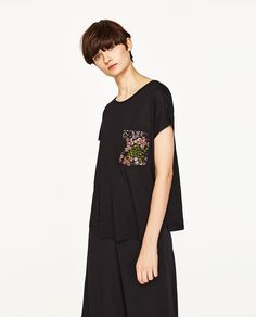 T-SHIRT WITH FLOWER POCKET