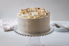 La mejor tarta de zanahoria, muy esponjosa y fácil de hacer. La crema de queso es suave y nada empalagosa, una delicia. Vanilla Cake, Naked, Food And Drink, Rustic, Desserts, Recipes, Carrot Cake, Cream Cheeses, Decorating Cakes