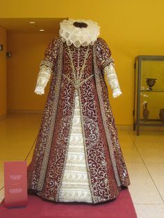 Late century dress reproduction- Would love to make costumes. Renaissance Mode, Costume Renaissance, Elizabethan Costume, Elizabethan Fashion, Renaissance Dresses, Renaissance Fashion, Medieval Clothing, Historical Clothing, Medieval Dress