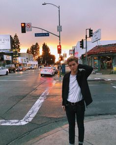 It's not all sunshine in LA ☁️ New Hope Club, A New Hope, Teen Boy Photography, Blake Richardson, Reece Bibby, Will Simpson, Aesthetic Boy, Photo Look, Everyday Look