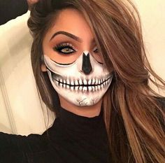 Half skull Half skull Source by kikigl Maquillage Halloween Clown, Cute Halloween Makeup, Halloween Kostüm, Halloween Outfits, Halloween Costumes, Diy Halloween Face Paint, Facepaint Halloween, Vintage Halloween, Halloween Karneval
