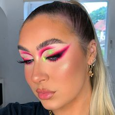 "SASKIA FIELD's Instagram photo: ""🌺 • • Inspo @lo_lavxo & @makeupbethx 💞 @plouise_makeup_academy base 2 & blank canvas @staceymariemua @bperfectcosmetics carnival palette…"""
