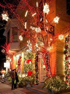 Beautiful Christmas lights await shoppers in downtown Cedarburg, Wisconsin. Click to read about all there is to see and do during the holidays.