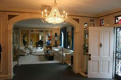 {*Elvis's home front door, lounge through to the piano room*}