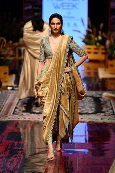 New Jayanti Reddy 2019 Lakme Fashion Week Collection - Designer Dresses Couture Saree Draping Styles, Saree Styles, India Fashion Week, Lakme Fashion Week, Indian Wedding Outfits, Indian Outfits, Bridal Outfits, Indian Designer Outfits, Designer Dresses