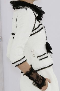 #Chanel Spring 2006 - Love the Details and the Black & White. Timeless #Chanel