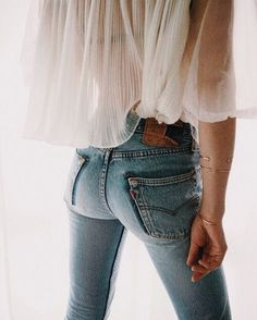 Where to get a good pair of Levi's jeans? Inspire yourself with the collection of outfits and get the ideas of what to wear with Levi's. All Jeans, Skinny Jeans, Levis Jeans, Denim Pants, Cuffed Jeans, Looks Style, Style Me, Estilo Jeans, Street Style Outfits