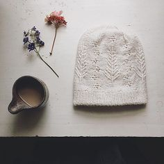 Delicate textured stitches on a natural coloured hand knitted hat Knitting Stitches, Hand Knitting, Knitting Patterns, Crochet Hooks, Knit Crochet, Knitting Accessories, Yarn Needle, Yarn Crafts, Knitting Projects