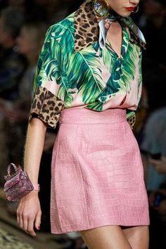 Women's Tropical Fashion Dolce & Gabbana Spring 2020 Ready-to-Wear Collection - Vogue Fashion Moda, Fashion Week, Look Fashion, Spring Fashion, High Fashion, Fashion Show, Fashion Outfits, Fashion Design, Dolce & Gabbana