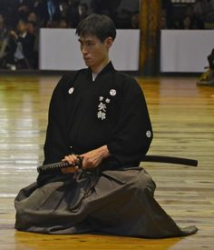 The final, and by far the largest, set of demonstrations of the day is the iaido section, which begins with the 6-dan division. In total, almost 400 people performed.