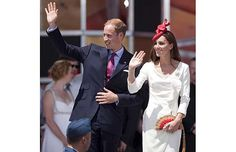 Kate in a fascinator.  Do they nail those things on?