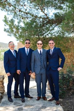 Terno azul | Como apostar na cor para o Grande Dia Suit Jacket, Breast, Suits, Jackets, Fashion, Dark Blue Suit, Red Bow Tie, French Blue, Navy Blue Suit