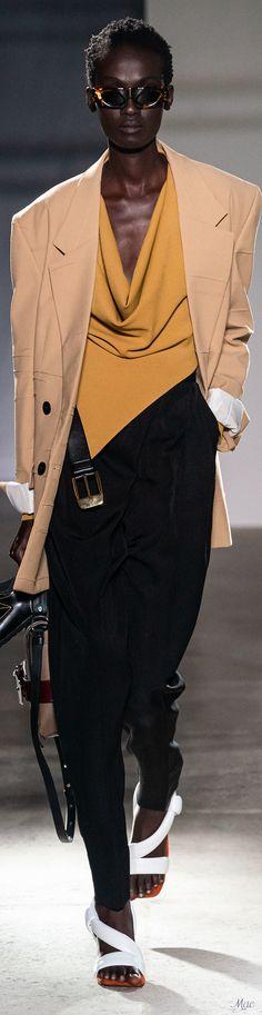 Proenza Schoulder Spring 2020 RTW #spring2020 #rtw #proenzaschoulder #fashionshow #vogue #womenswear #mode2020 Mens Fashion Week, Fashion 2020, Daily Fashion, Fashion Brand, Fashion Show, Fashion Design, Fashion Forecasting, Androgynous Fashion, Spring Fashion Outfits